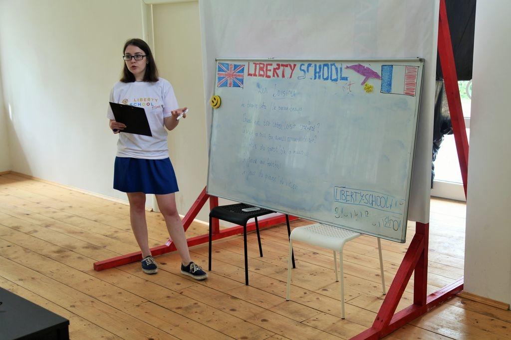 Людмила Симонова, преподаватель английского языка Занятия по английскому языку, в Измайловском парке