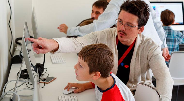 Городской лагерь цифровых навыков и программирования для детей «Кодабра» самые интересные детские лагеря в Москве