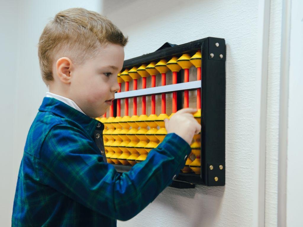в процессе игры ребёнок лучше усваивает ииформацию