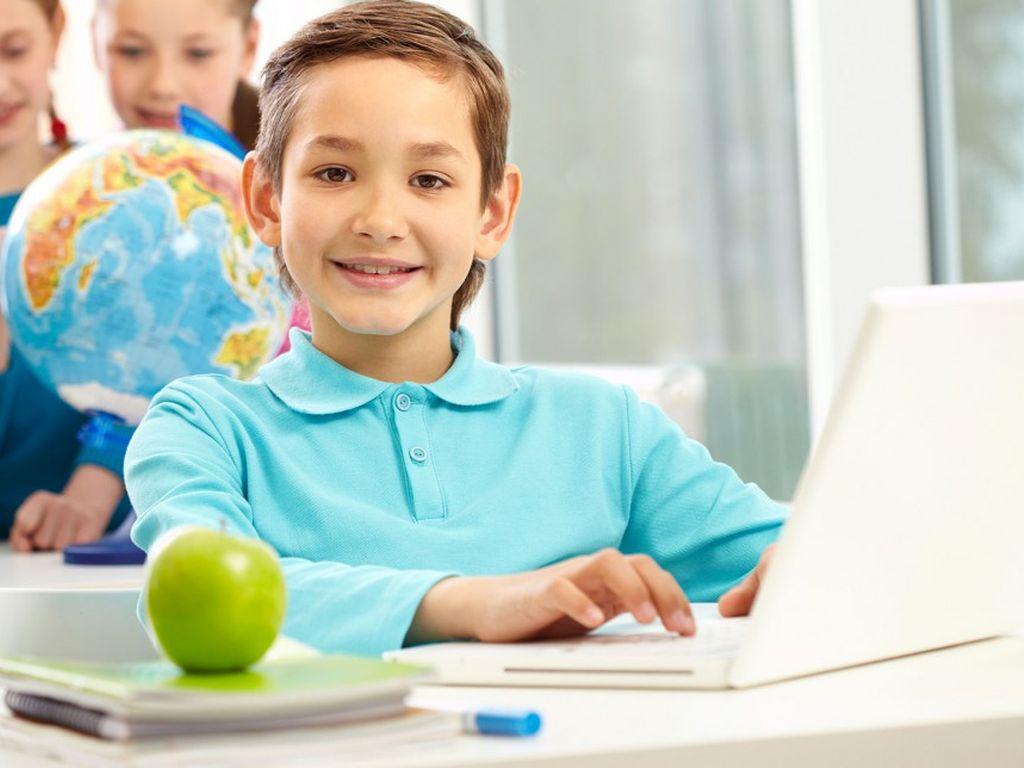поощрять ребёнка, когда он правильно выполняет задание