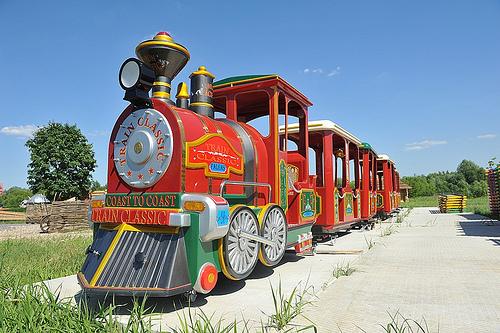 аттракцион паровоз в парке сказка