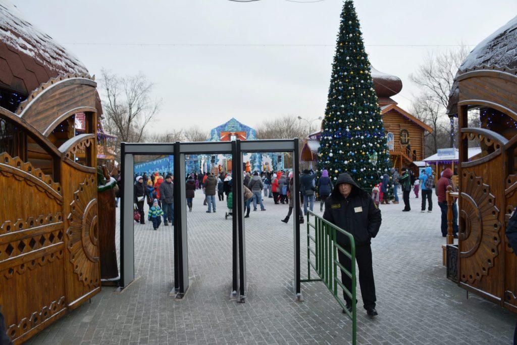 Главная елка деда мороза в усадьбе деда мороза в кузьминках