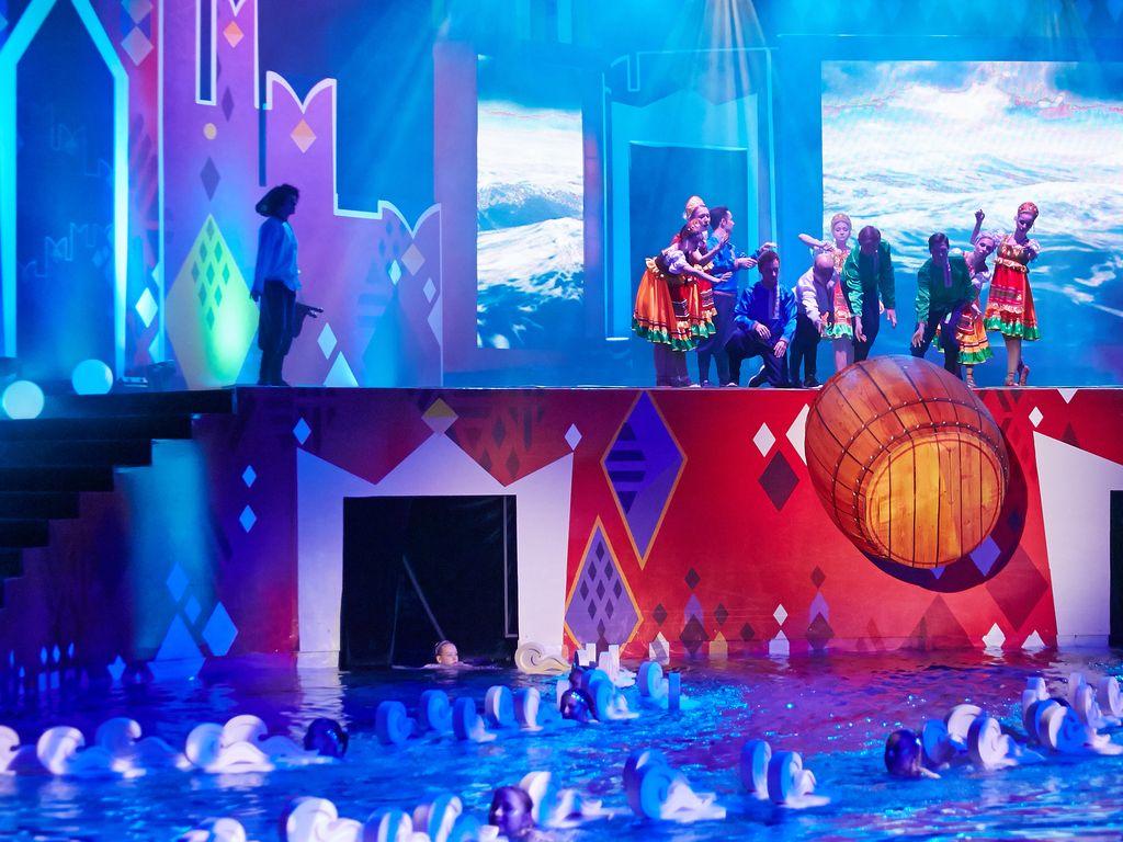 Красочные  декорации  на шоу Елены Киселевой
