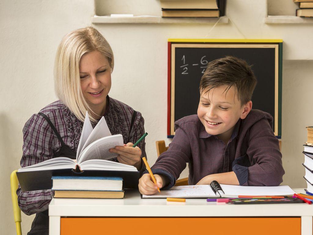 репетитор нужен детям в возрасте 10-13 лет