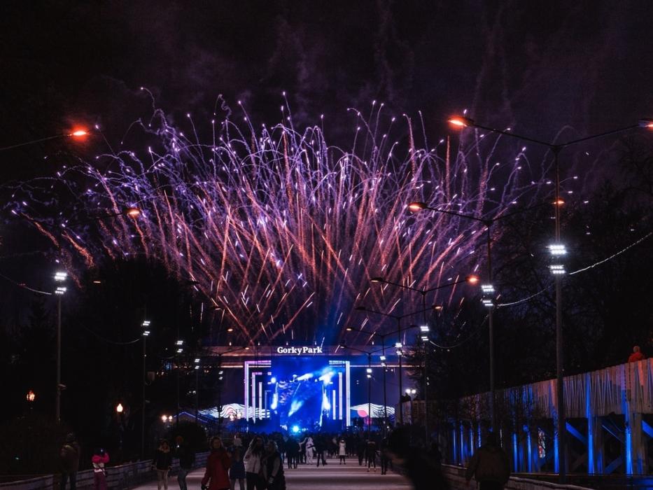 Салют В парке Горького открытие Катка