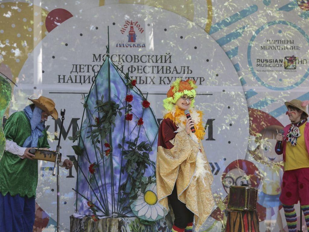 национальных культур в Московском дворце пионеров на Воробьевых горах