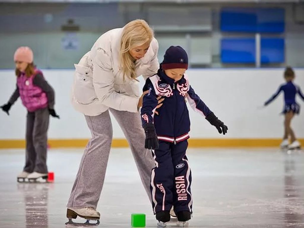 Фигурное катание для детей в школе Ice Day
