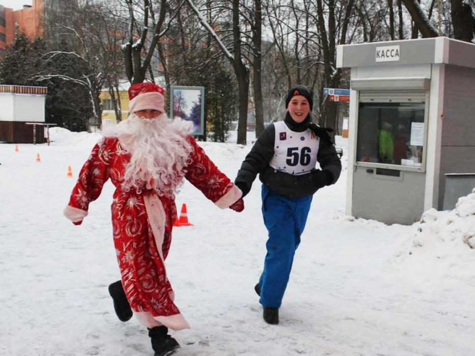 Пробег Деда Мороза в в Измайловском парке