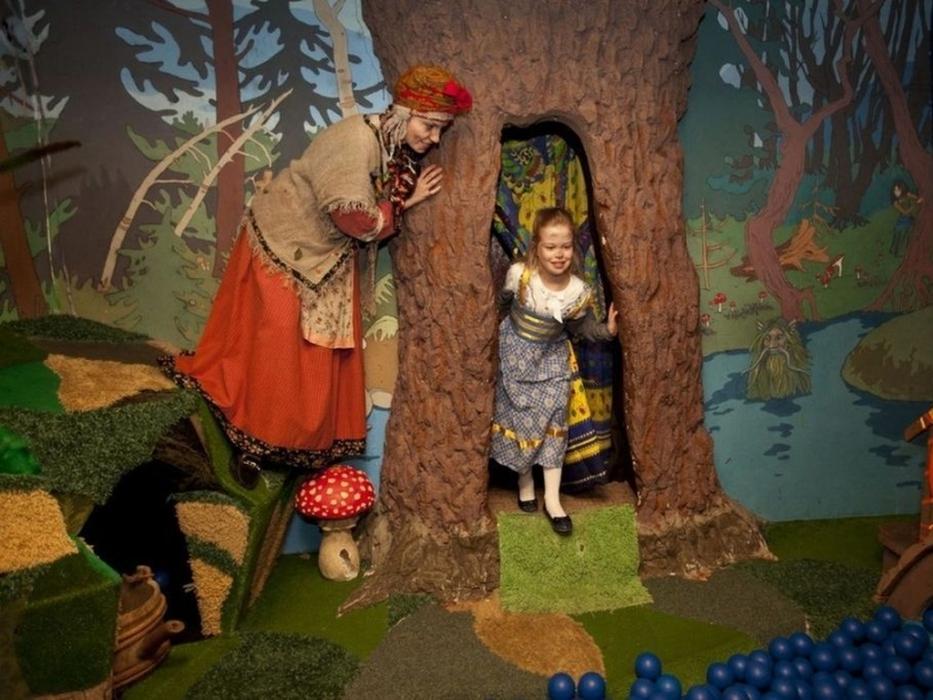Дети участвую в спектакле в Детском интерактивном театре-музее «Сказкин дом»