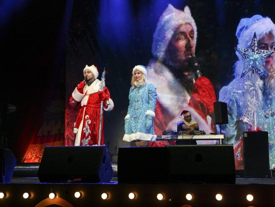 Дед Мороз и Снегурочка в Измайловском парке