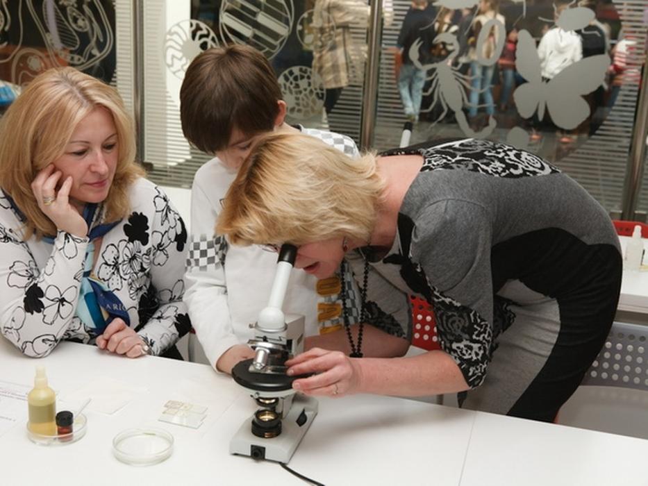занятия для детей Мир под микроскопом в Дарвиновском музее