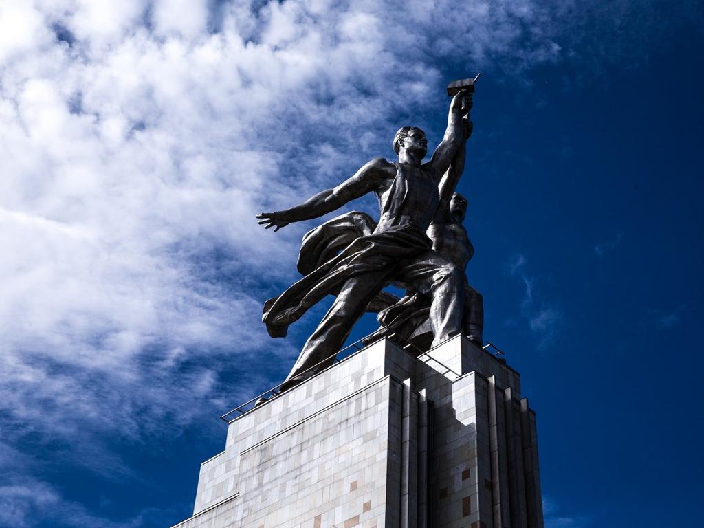 Образование как сказка павильон рабочий и колхозница на ВДНХ