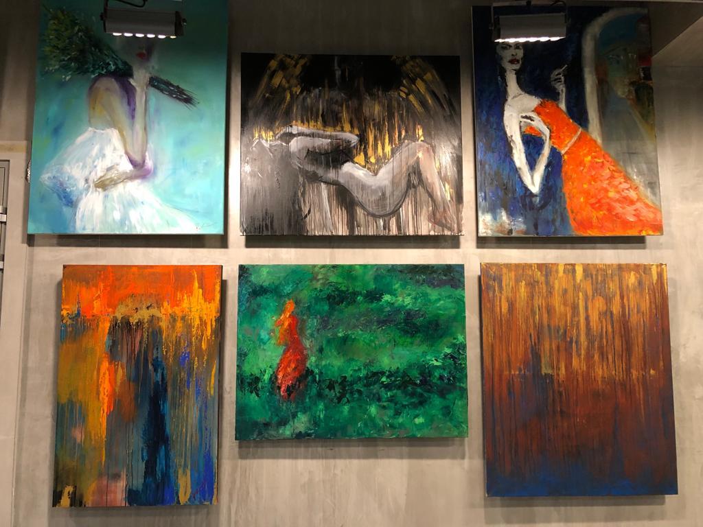 Выставка экспрессивной живописи в Ботаническом саду