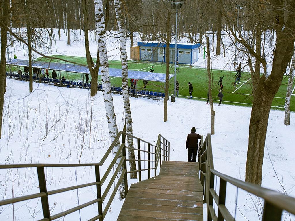 ни - футбольное поле на Воробьевых горах