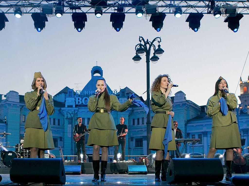 День Победы на площади у Белорусского вокзала