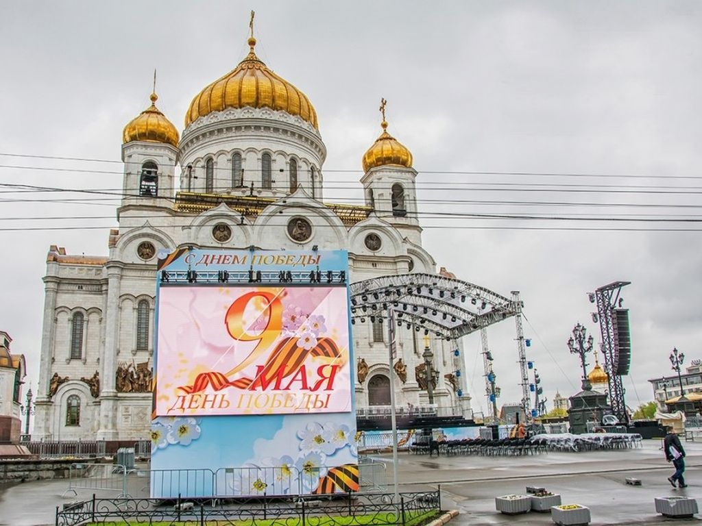 Концертная программа на площади перед храмом Христа Спасителя