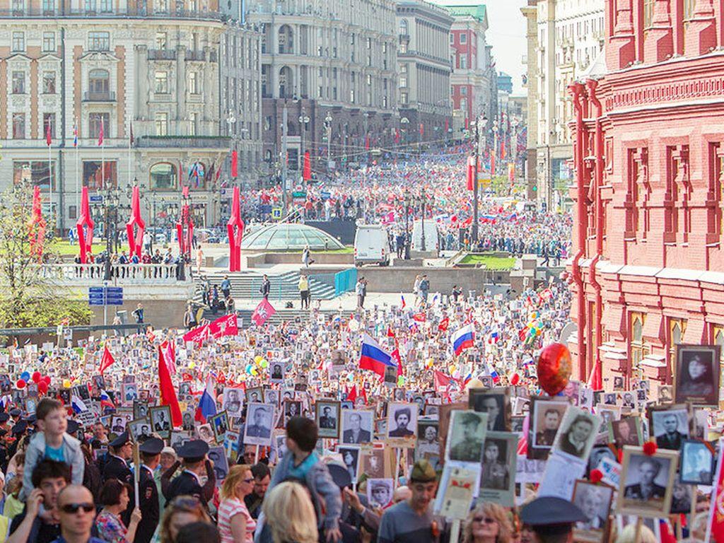 Шествие Бессмертного полка по Красной площади