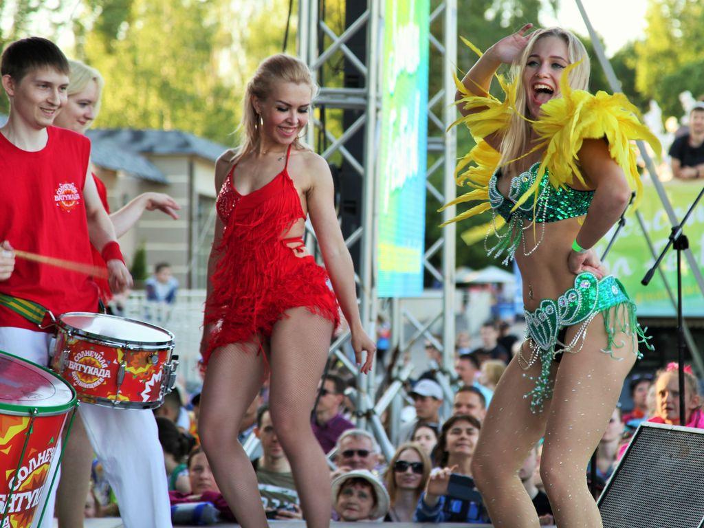 Самба фестиваль в Измайловском парке праздничный концерт