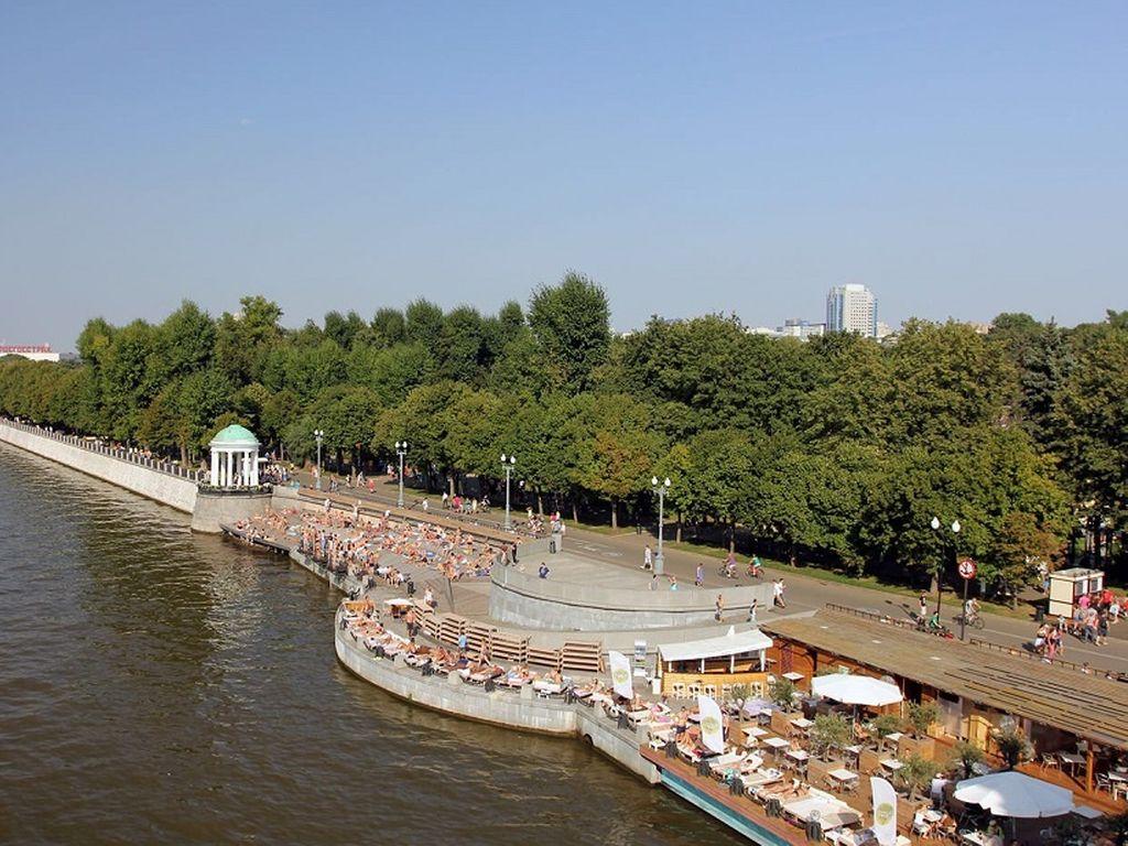 Цирковая школа на Пушкинской набережной в парке Горького