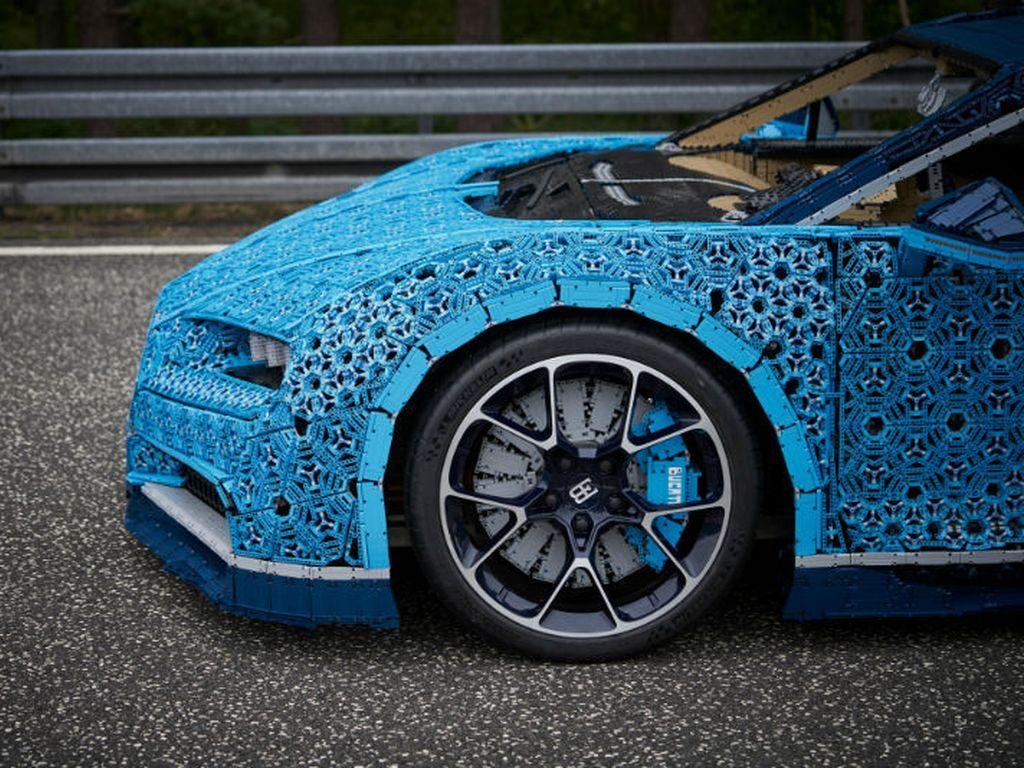Bugatti Chiron и Lego в парке Горького