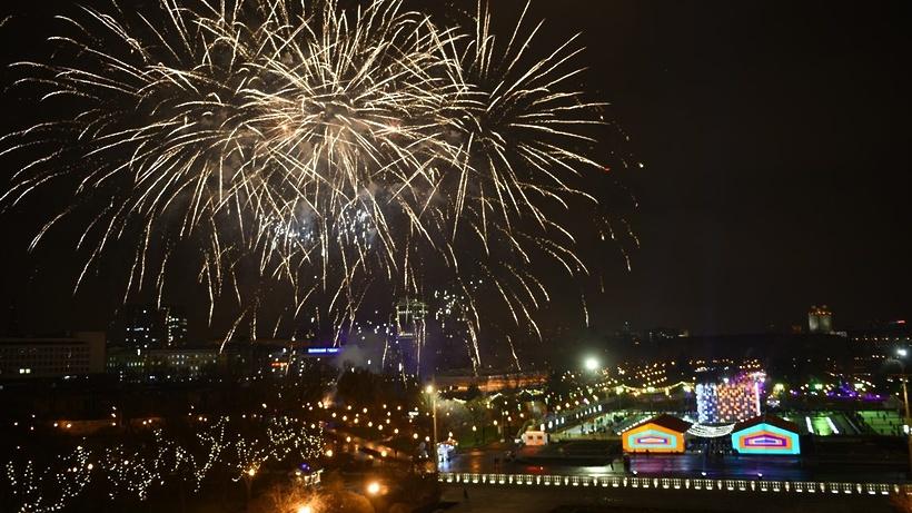 Все праздничные фейерверки в парках Москвы.