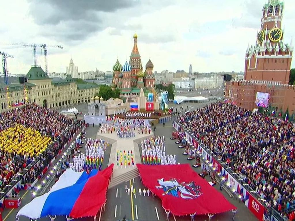 Праздник на красной площади посвященный дню города в Москве