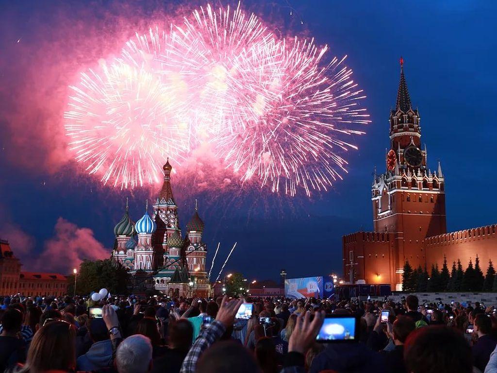 Салют на День города в Москве