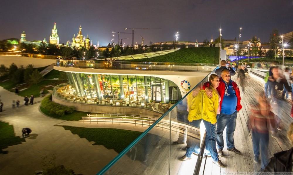Праздничная концертная программа, посвященная Дню города Москвы, на территории  Парка Зарядье