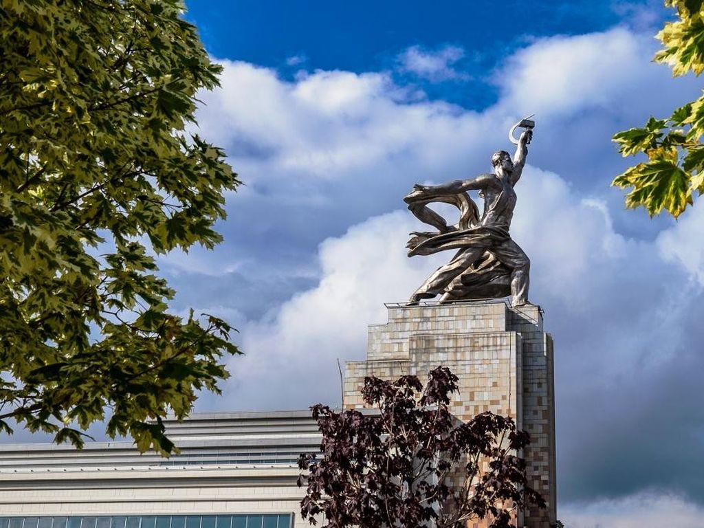 Выставка Москва: территория развития в павильоне Рабочий и колхозница