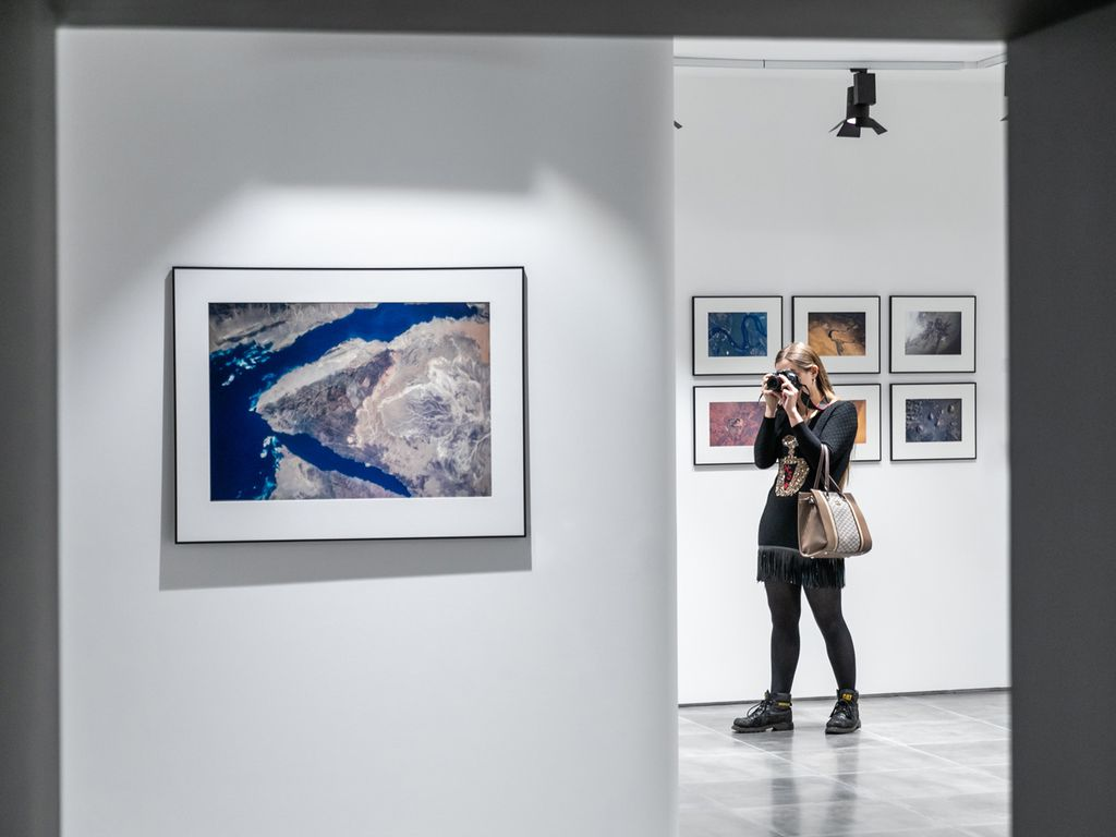 Выставка отографий Земли с Международной космической станции на ВДНХ