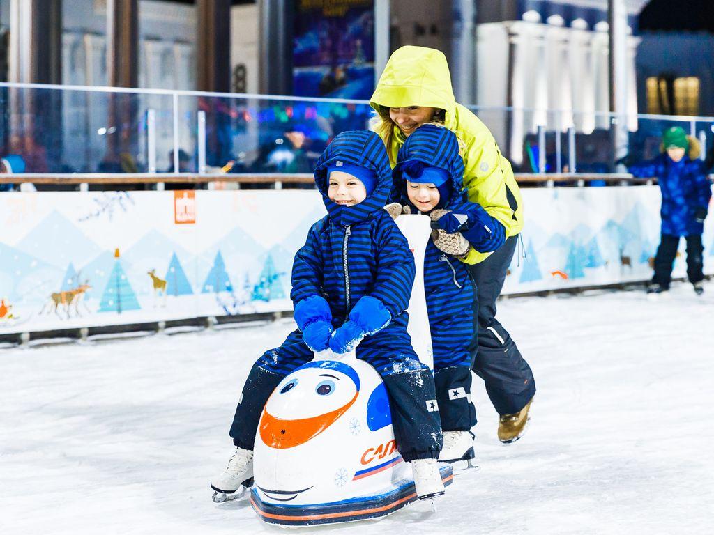 Зима на ВДНХ: каток для детей и взрослых