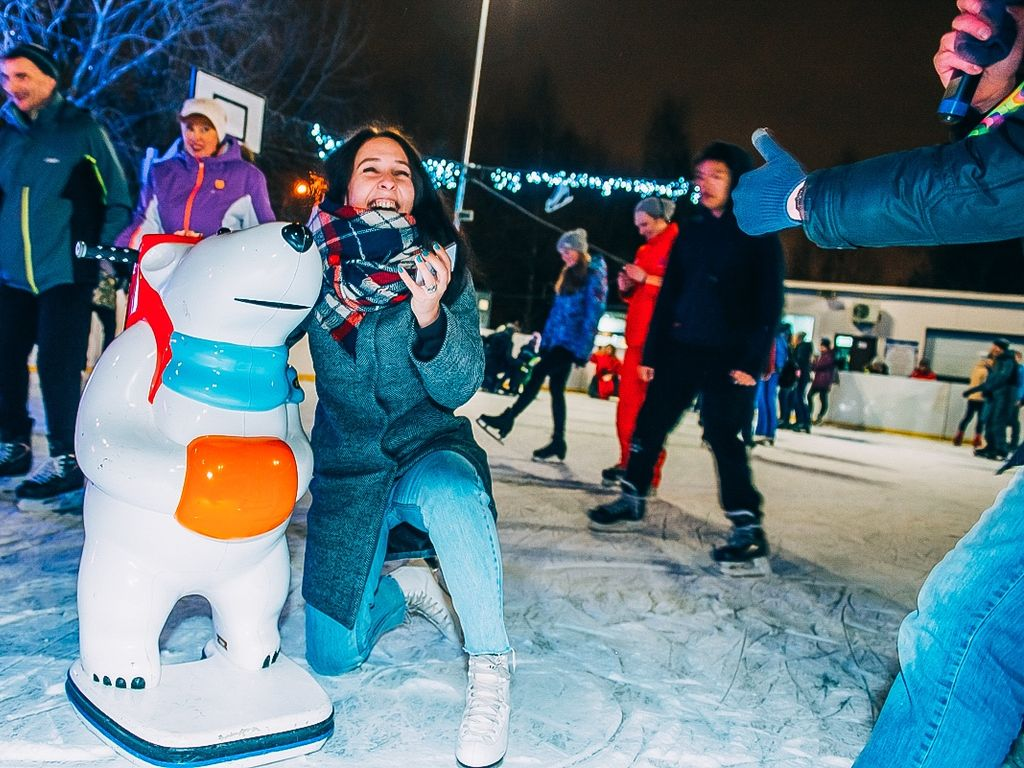 «Live!music: в ритме ABBA» на катке в Воронцовском парке