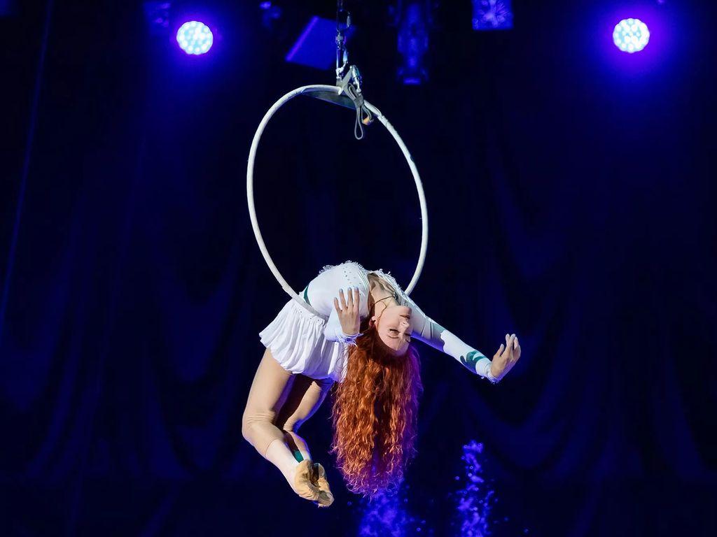 Цирковое шоу Дом на краю земли в Цирке Танцующих Фонтанов Аквамарин