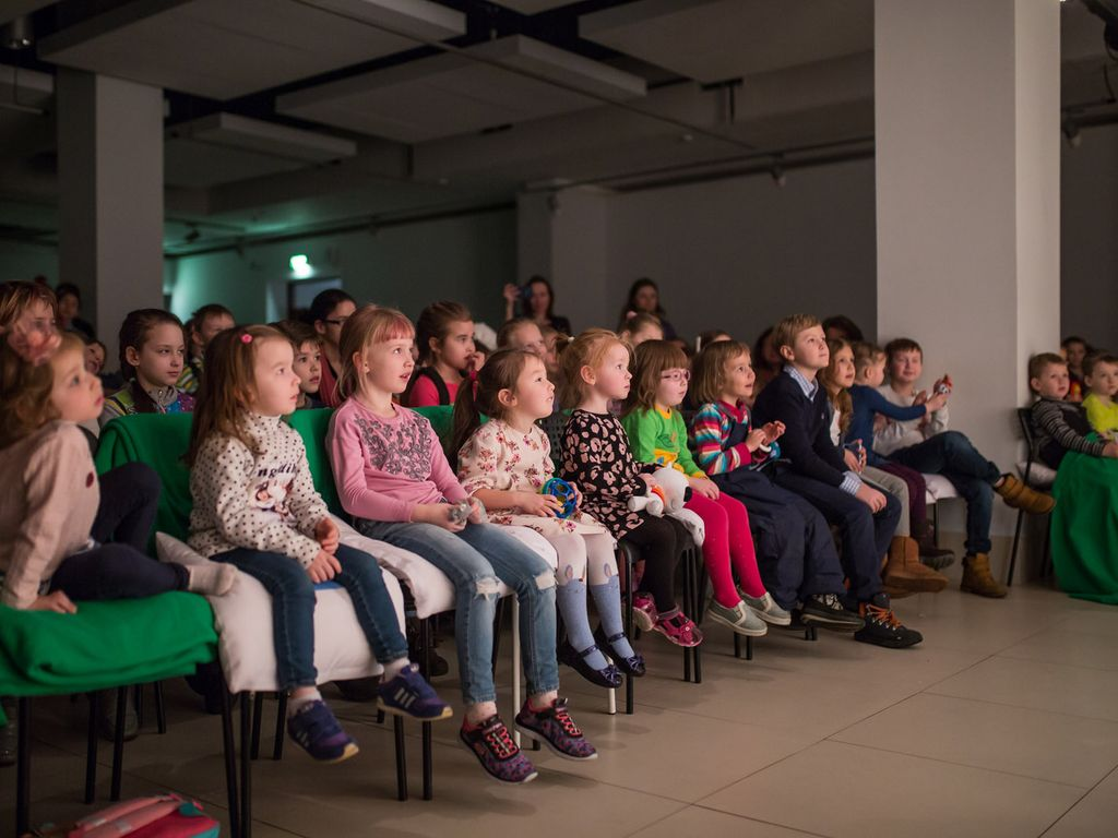 Весна под музыку на ВДНХ : детский спектакль Дюймовочка