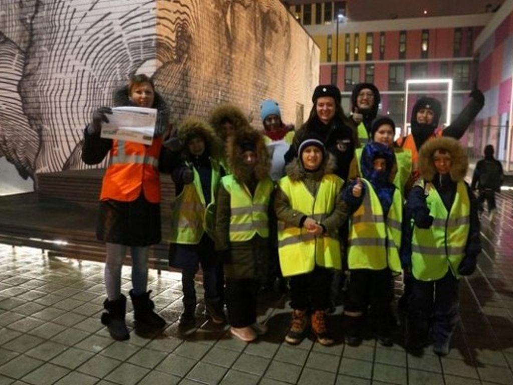 Юные инспекторы ГИБДД на улицах Москвы