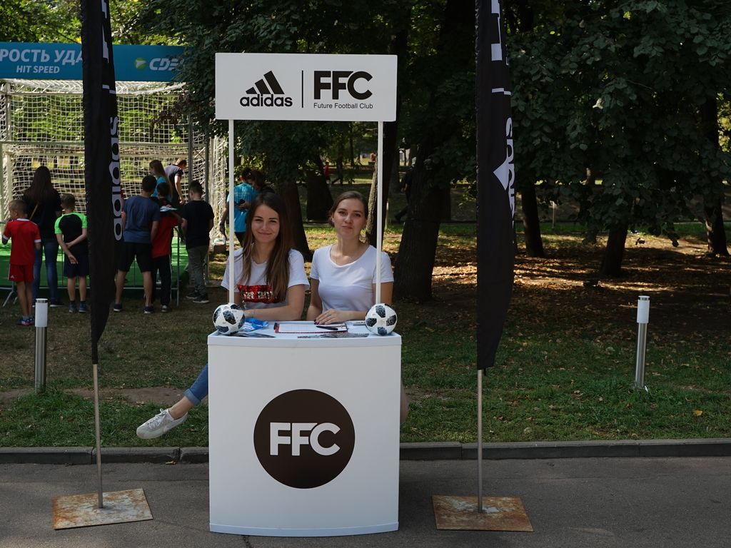 Фудкорт на семейном фестивале Мир футбола
