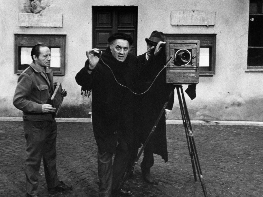 Федерико Феллини на съемочной площадке фильма Амаркорд