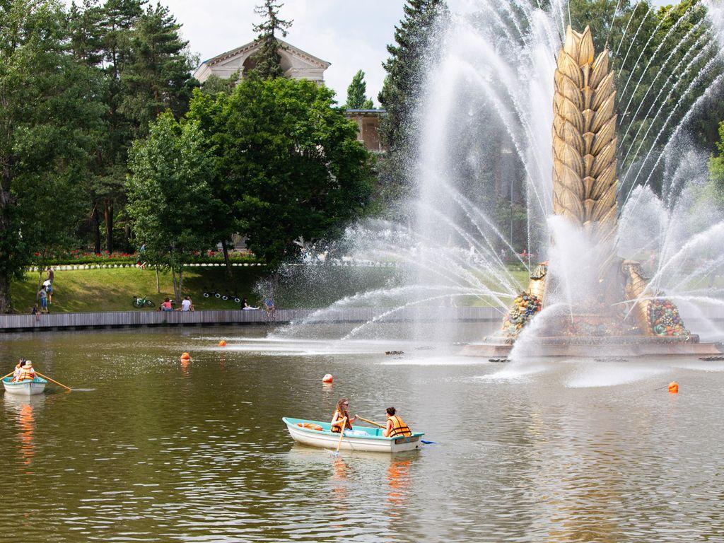 Катание на лодках в Москве
