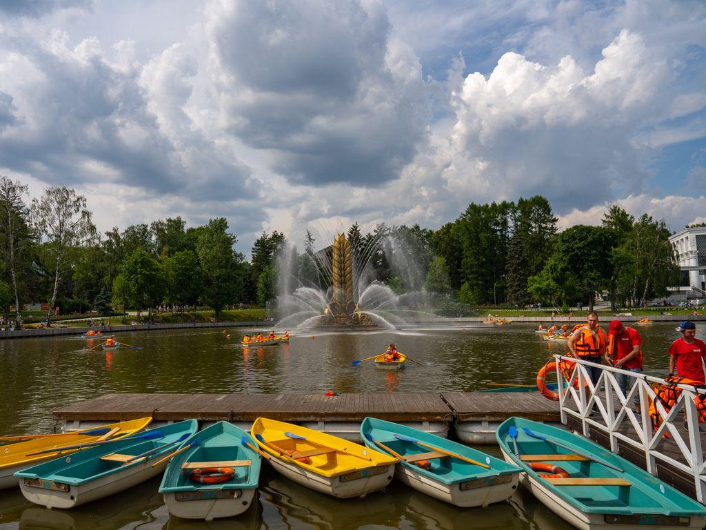 Катание на лодках в Москве с детьми