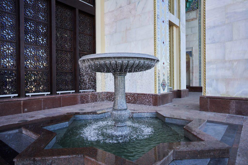 аши фонтанов у павильона №14 Республики Азербайджан