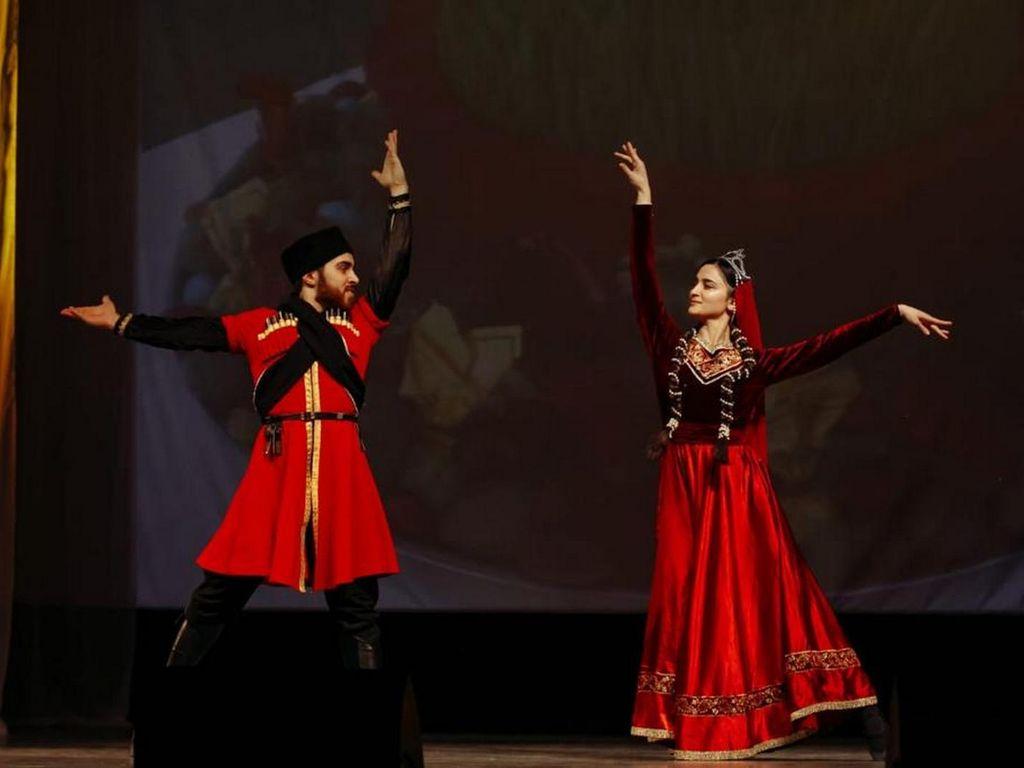 Новинка сезона на ВДНХ: национальные танцы