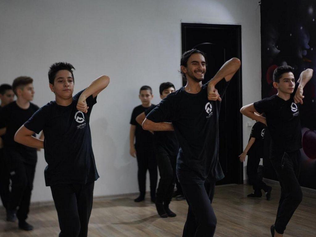 национальные танцы: азербайджанские, грузинские, чеченские, дагестанские и русские народные