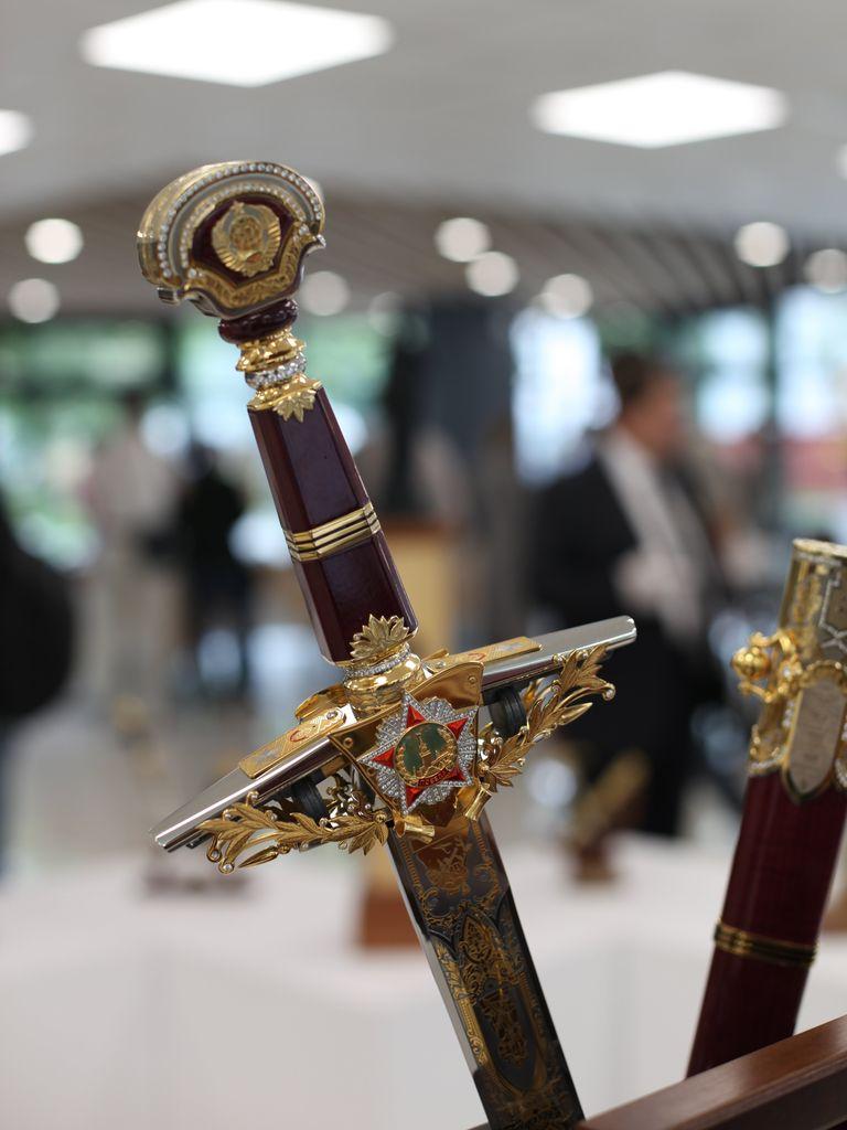 Выставка актуального народного искусства : меч Победа