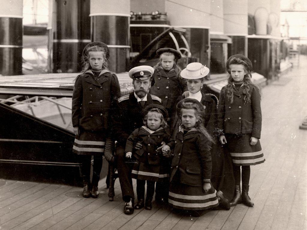Выставка Частная жизнь семьи императора Николая II. Фотографии из личных альбомов