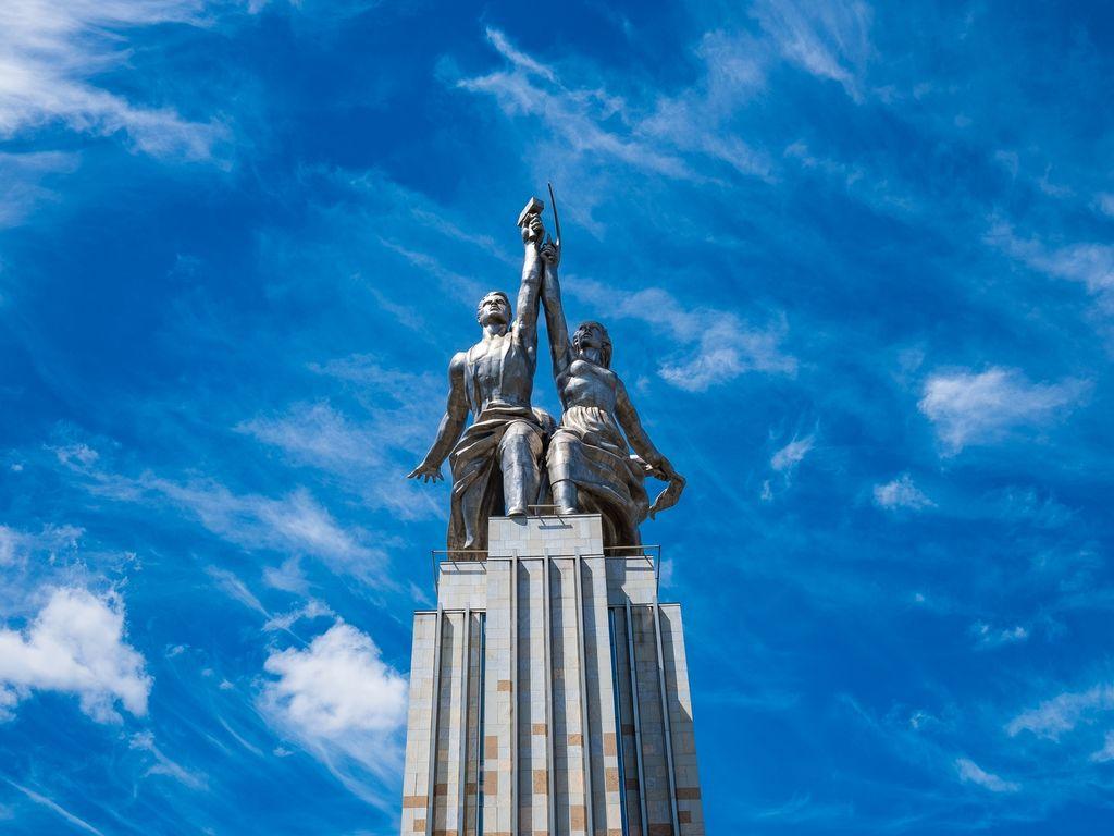 «Рабочий и колхозница»: самая известная скульптура ВДНХ как символ Мосфильма