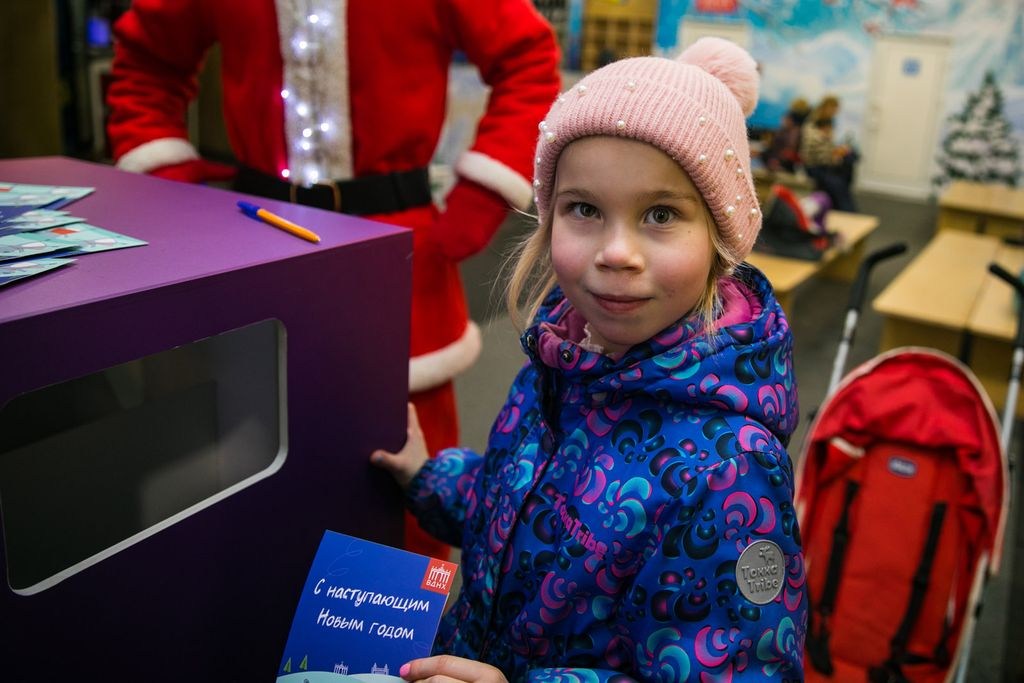 Письма Деду Морозу: на ВДНХ заработала новогодняя почта