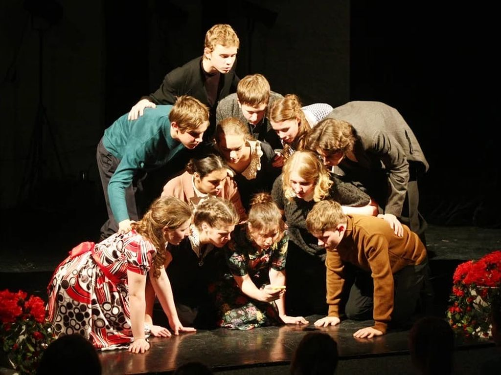 Спектакль последний звонок в Театр Русской драмы