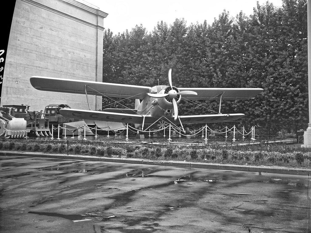 Медиатека ВДНХ: самолет Ан-2