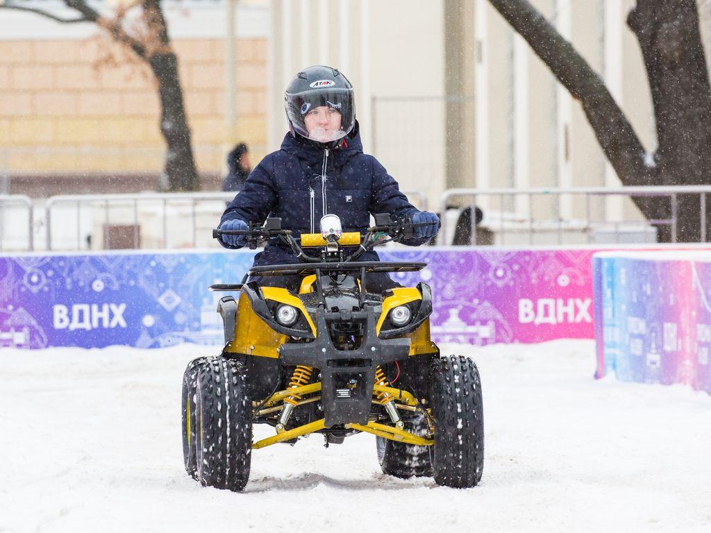 Спорт зимой: катания на снегоходах