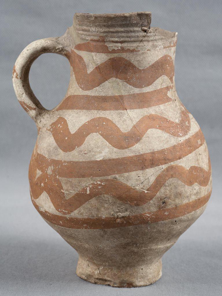 кувшин на выставке еревни и сёла вокруг Коломенского по материалам археологических раскопок